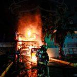 Tres personas mueren calcinadas por incendio en local de comida en Iquique